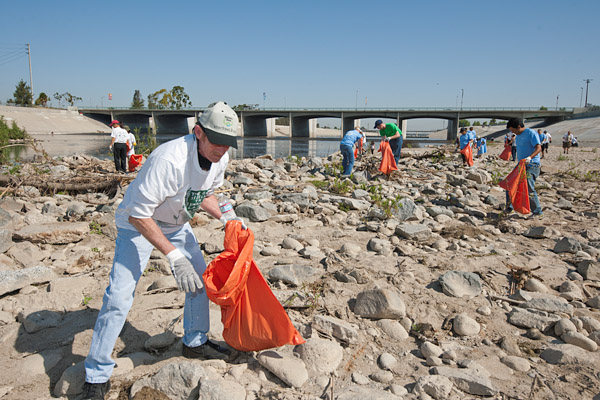 Los Angeles and Long Beach residents volunteer to pickup trash in the Los Angeles River as part of the 2011 LA River Cleanup.