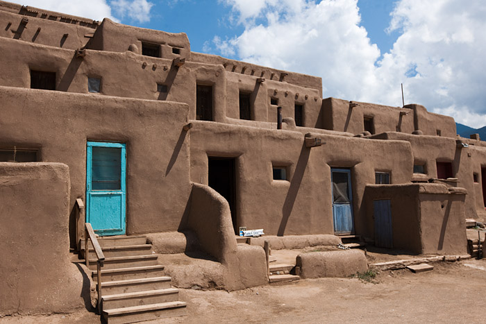 Photos puye taos monument valley monday wednesday for Adobe construction pueblo co